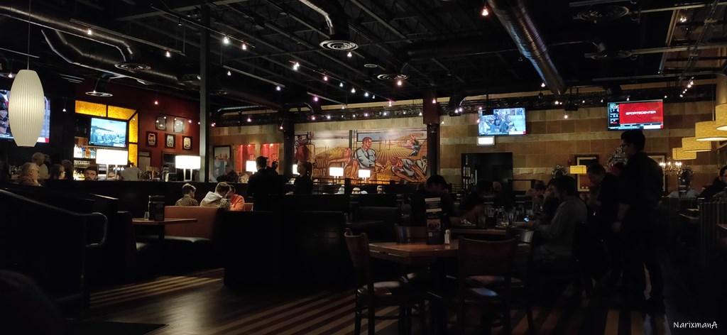 BJ's Restaurant & Brewhouse 店内の様子