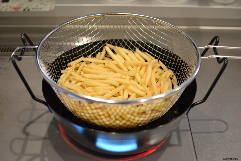 ラバ―ゼ揚げ鍋でフライドポテト1袋丸ごと揚げる